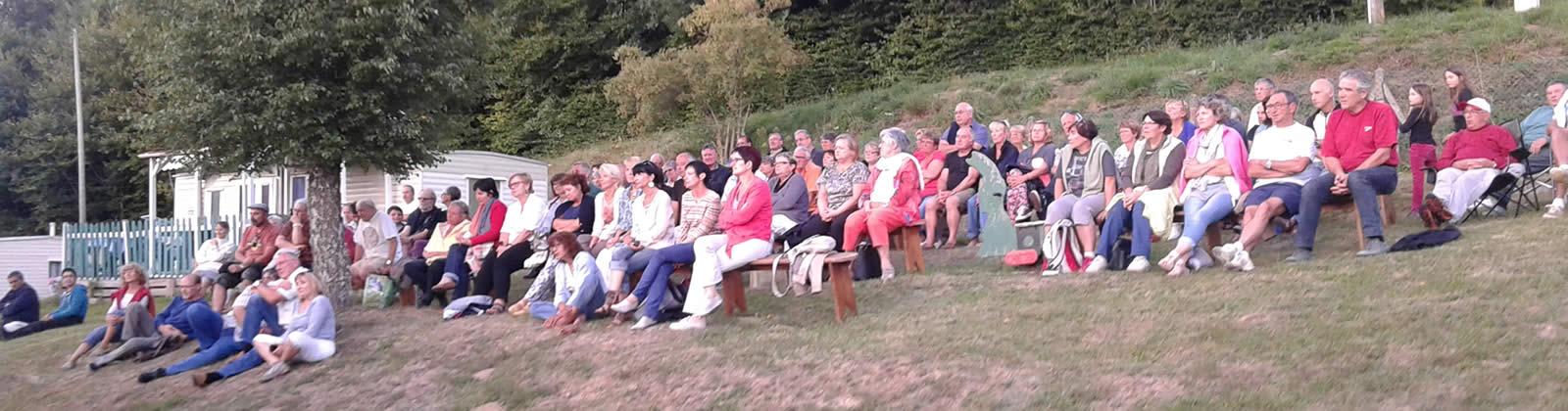 Public au concert du camping Leignec